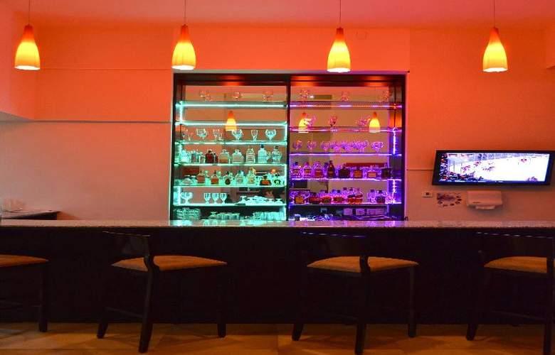La Quinta Inn & Suites Puebla Palmas - Bar - 14