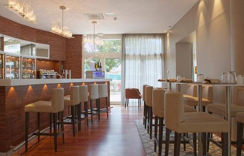 AC Hotel Ambassadeur Antibes - Juan les Pins - Bar - 3