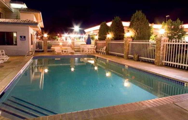 Red Lion Inn & Suites Boise Airport - Pool - 4