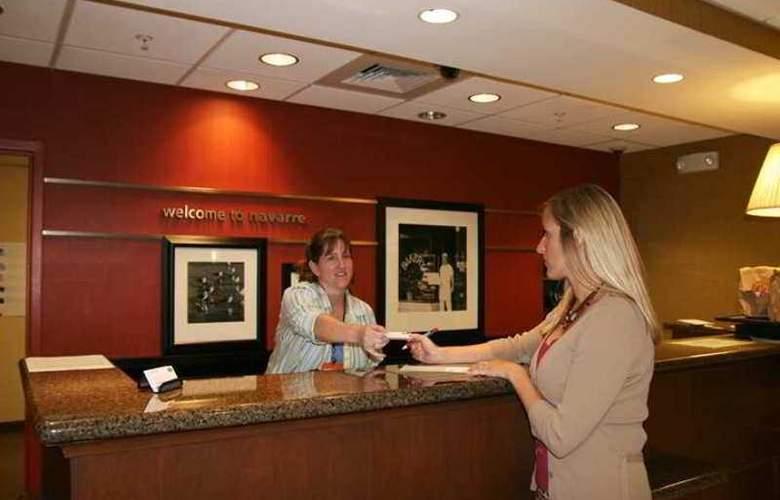 Hampton Inn & Suites Navarre - Hotel - 1