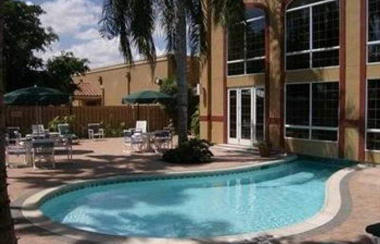 Holiday Inn Brownsville - Pool - 6