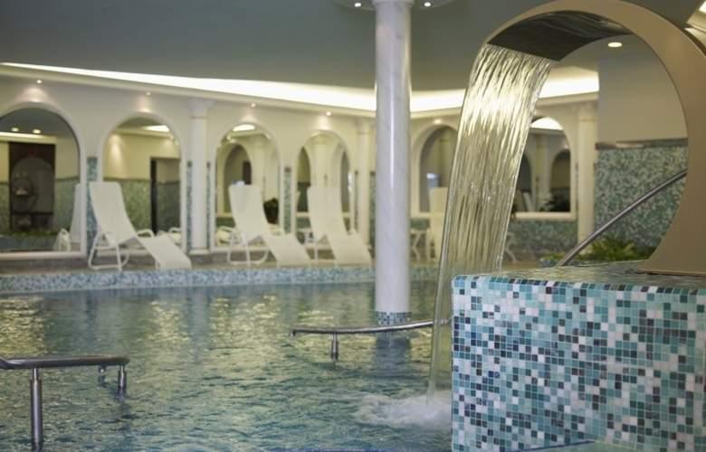 Radisson Gewandhaus - Pool - 3