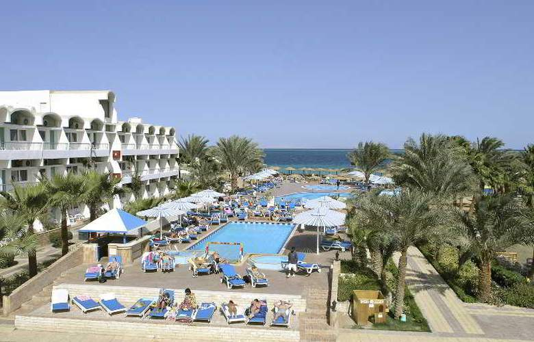 Triton Empire Hotel - Pool - 14