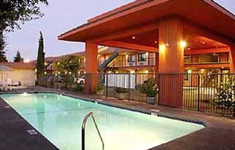 Comfort Inn (Gilroy) - Pool - 3