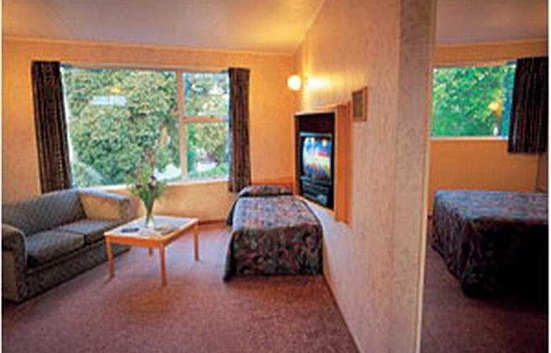 Quality Inn Collegiate - Room - 2