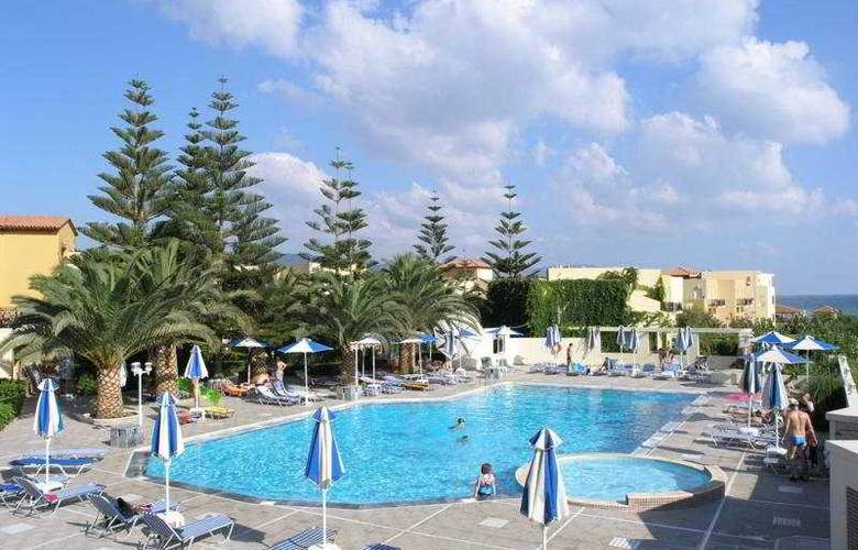Vantaris Beach - Pool - 9