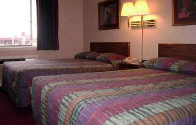 Rodeway Inn - Room - 2