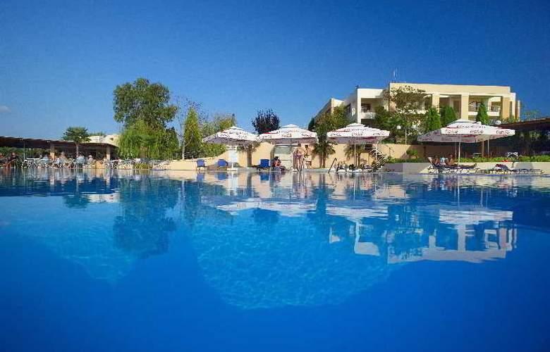 Pomegranate Wellness  Spa Hotel - Pool - 5