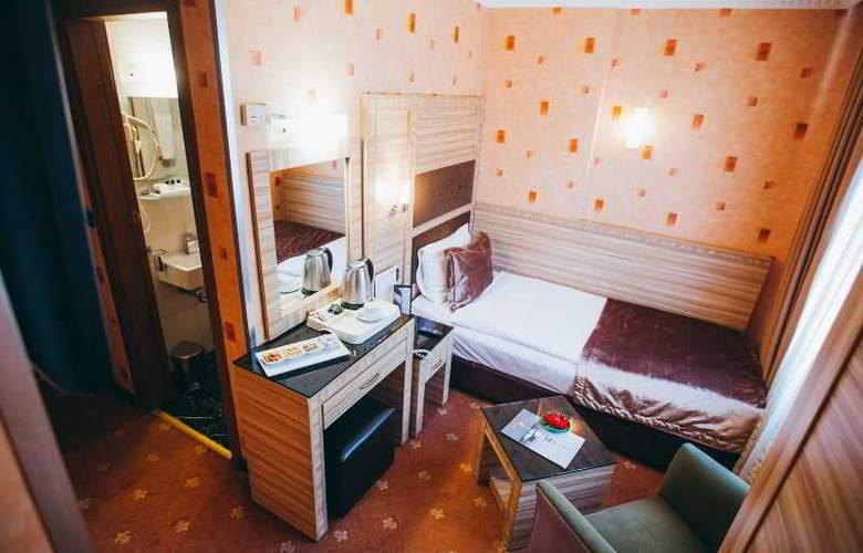 Sed - Room - 12