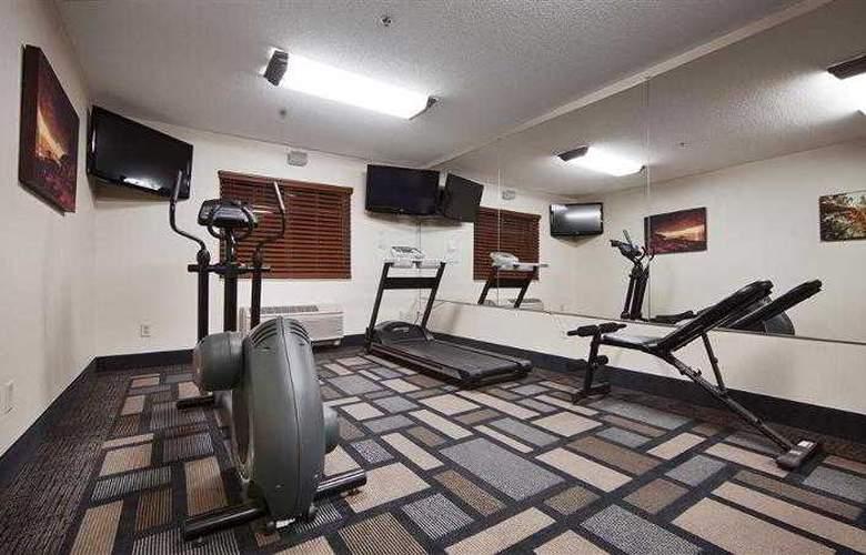Berkshire Hills Inn & Suites - Hotel - 28