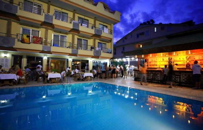 Grand Lukullus Hotel - Pool - 4