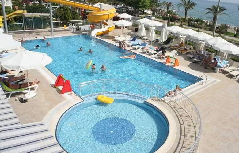 White Gold Hotel & Spa - Pool - 4