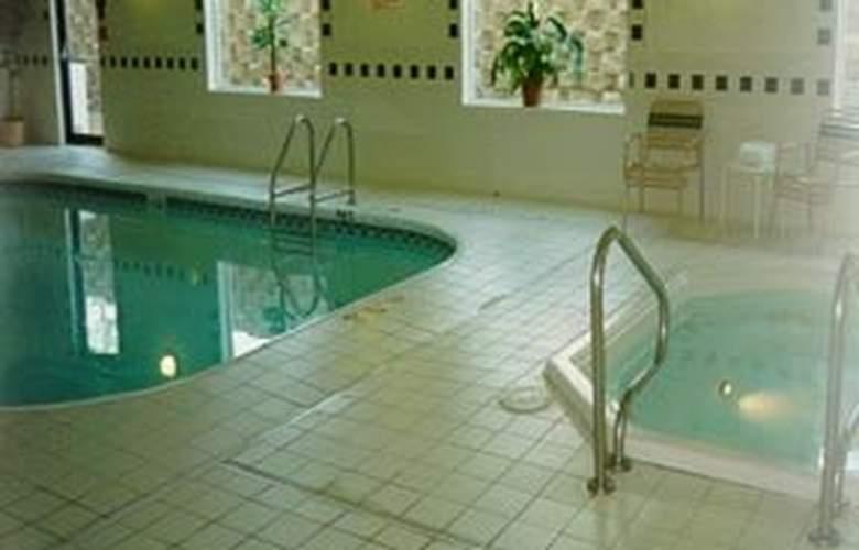 Comfort Suites (St. Joseph) - Pool - 4