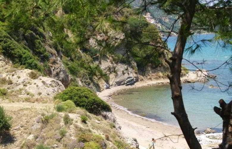 Yria - Celia - Beach - 11