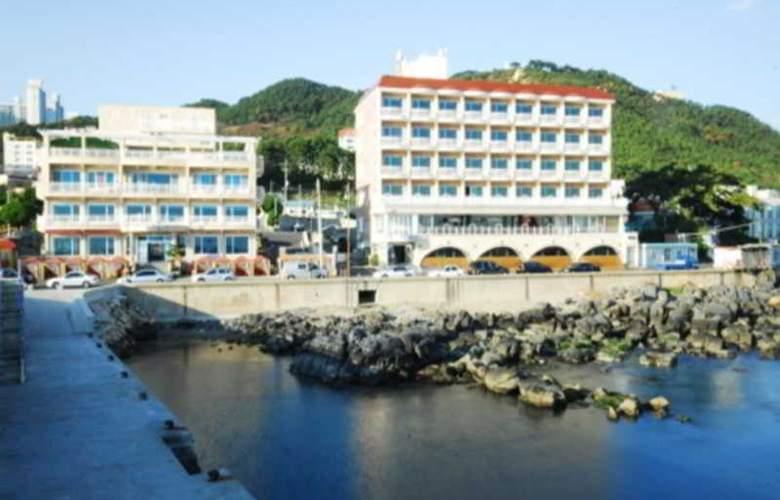 Blue Beach Hotel - Hotel - 0