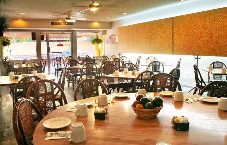 Azteca Inn - Restaurant - 7