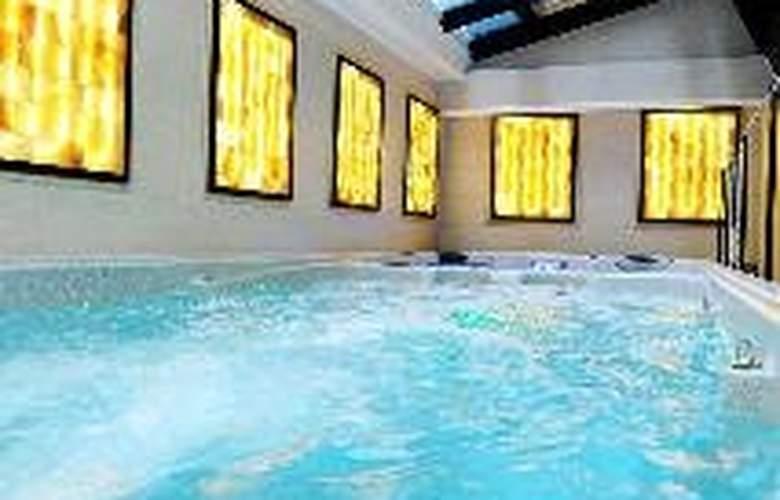 Residence Baron - Pool - 9
