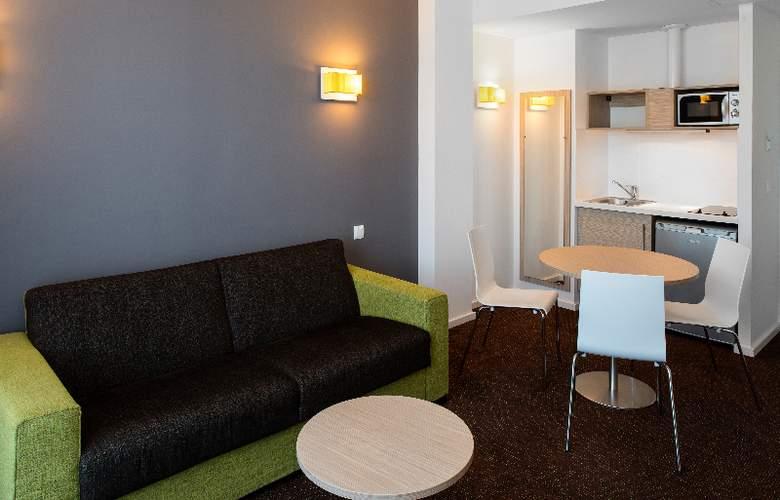 Bluebay City Barcelona Sant Cugat - Room - 11