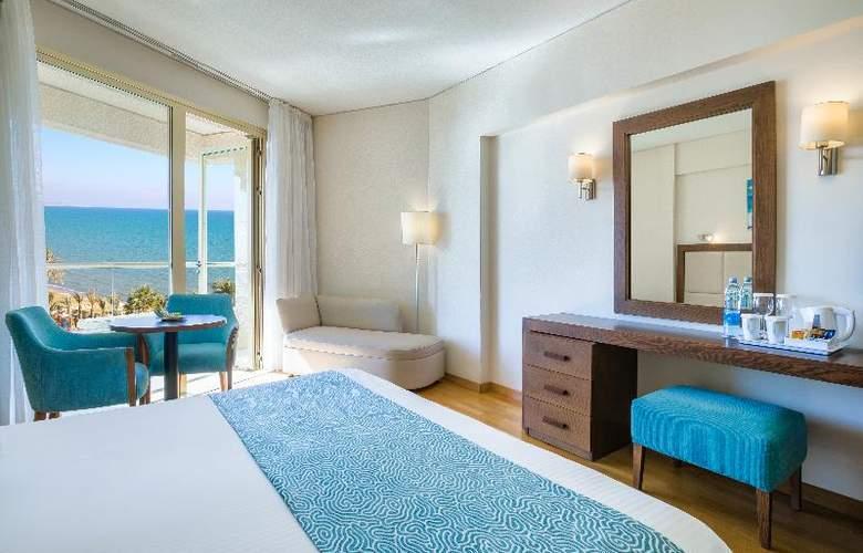 Golden Bay Beach - Room - 1