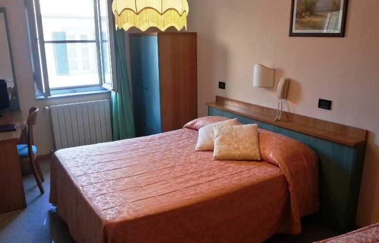 Di Stefano - Room - 7