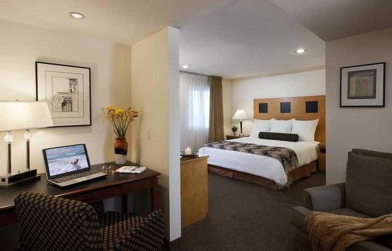Best Western Plus Carlyle Inn - Hotel - 3