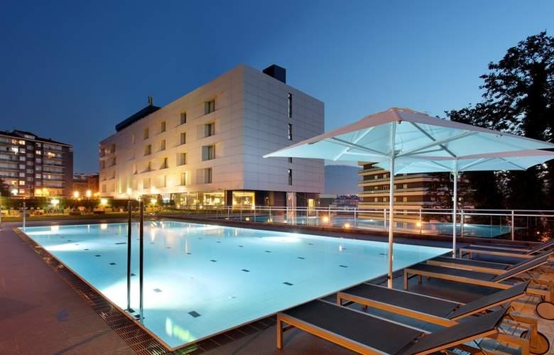 Occidental Bilbao - Pool - 3