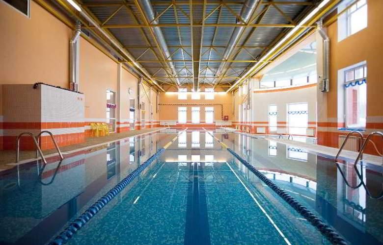 K-Vizit Hotel - Pool - 2