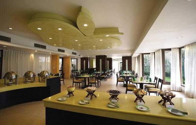 Club Mahindra Snowpeaks Resorts - Restaurant - 7