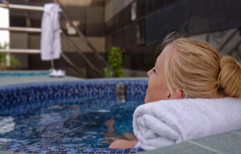 Fraser Suites Doha - Pool - 18