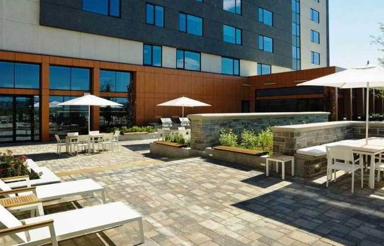 Element Vaughan Southwest - Terrace - 12