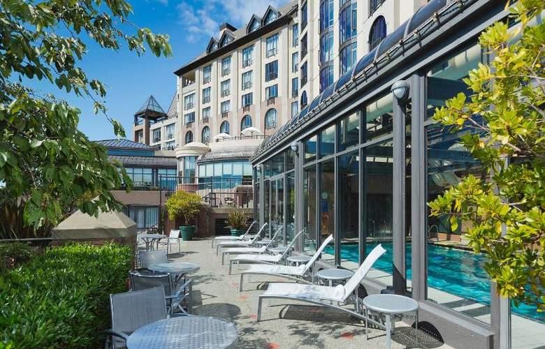 Delta Victoria Ocean Pointe Resort & Spa - Pool - 15