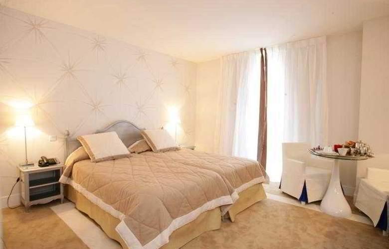 Renoir - Room - 3