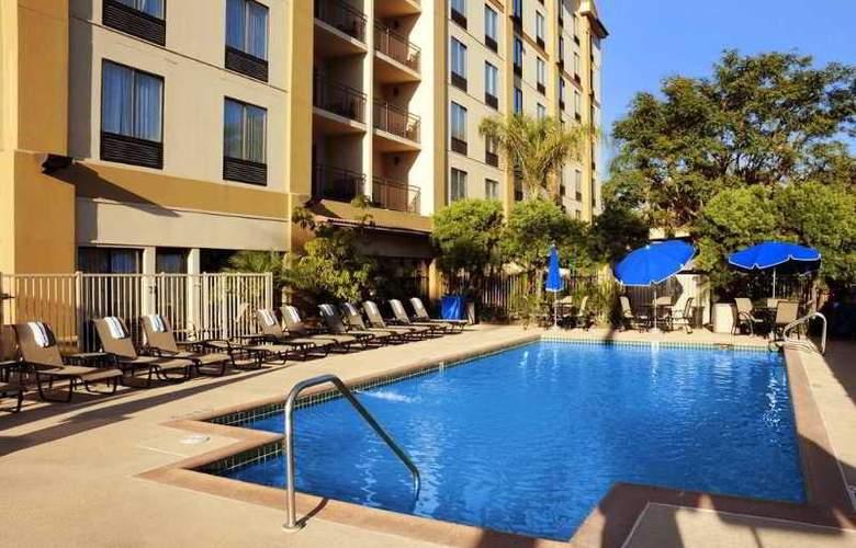 Hampton Inn Anaheim - Pool - 9