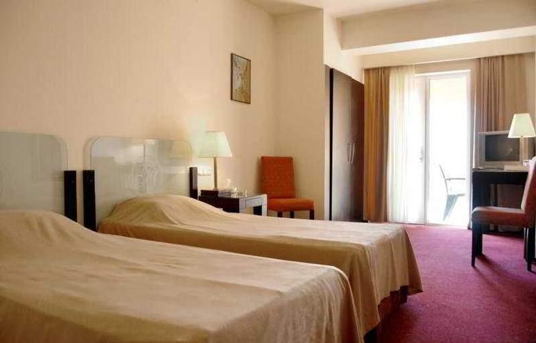 Regineh Hotel - Room - 4