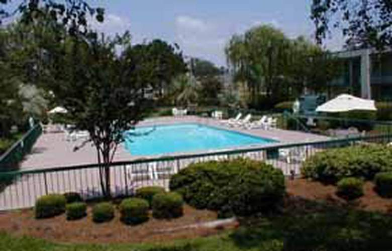 Quality Inn I-95 South - Pool - 3