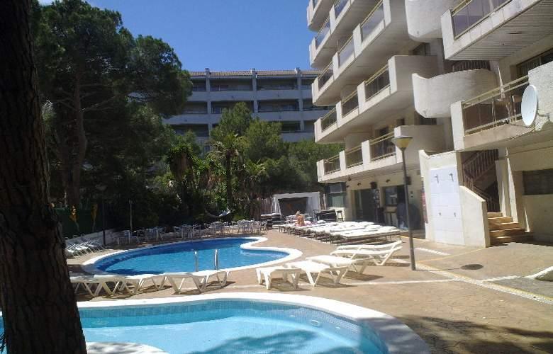 Mediterranean Suites - Pool - 3