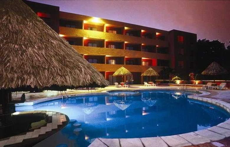Holiday Inn Merida - Pool - 7