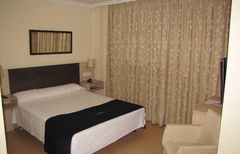 Room - Room - 13