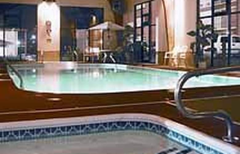 Comfort Inn West - Pool - 4