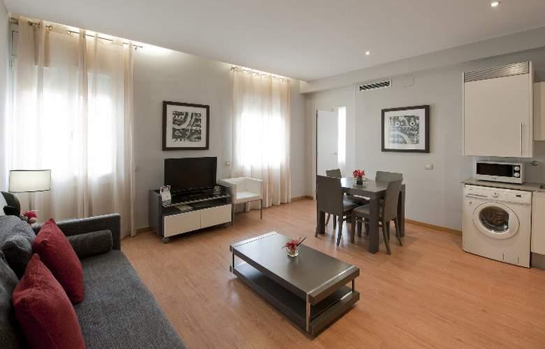 Amister Apartamentos - Room - 10