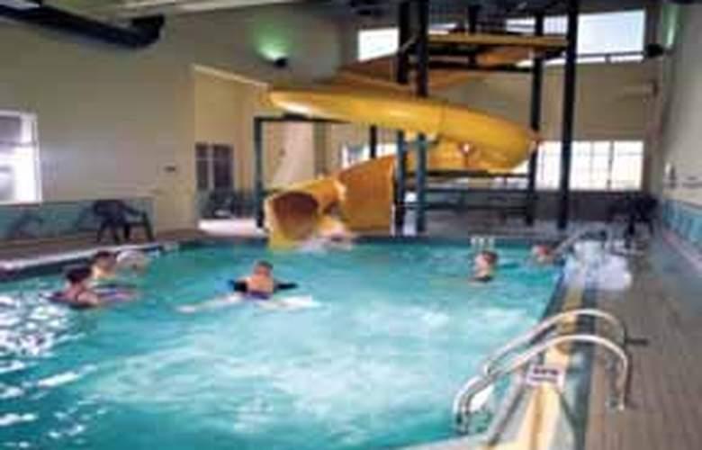 Comfort Inn & Suites Calgary South - Pool - 6