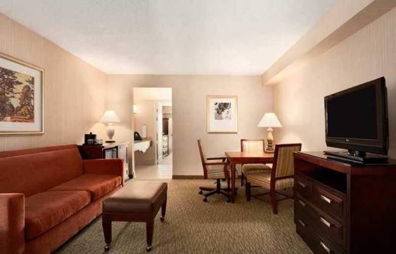 Embassy Suites - Hotel - 9