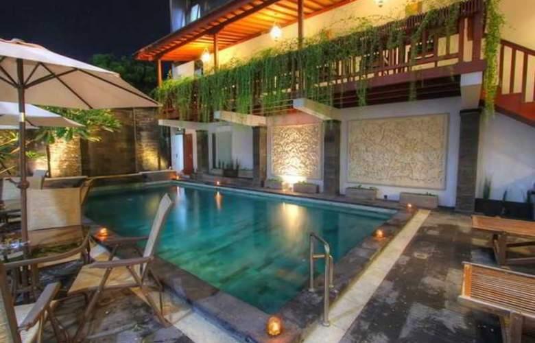 Ohana Hotel - Pool - 10