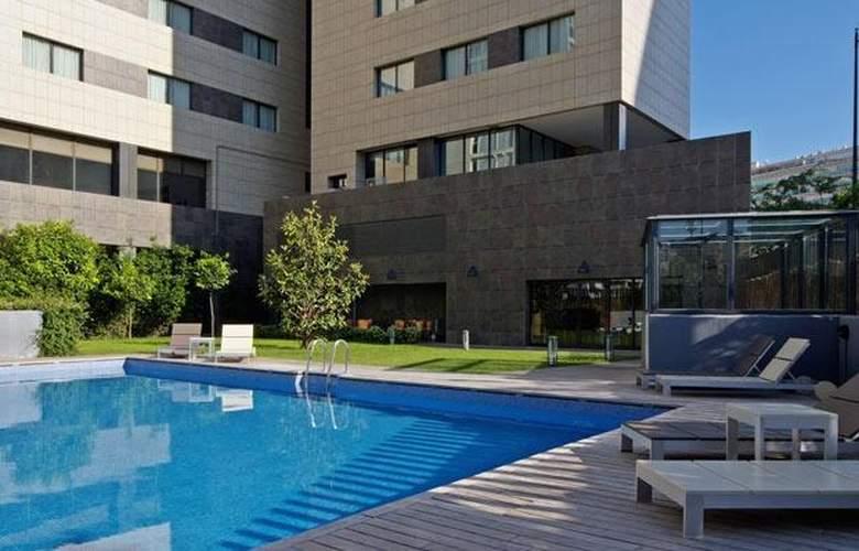 Tryp Valencia Oceanic - Pool - 17