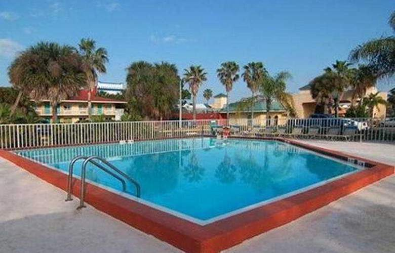 Quality Inn & Suites Eastgate - Pool - 7