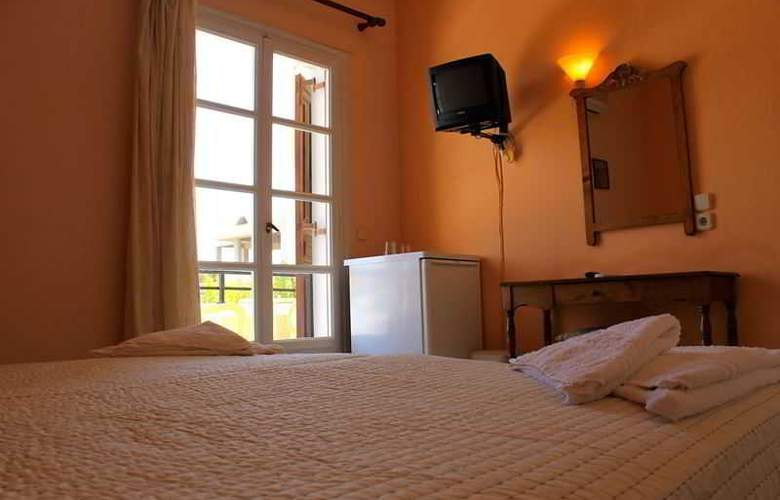 Alia - Room - 12