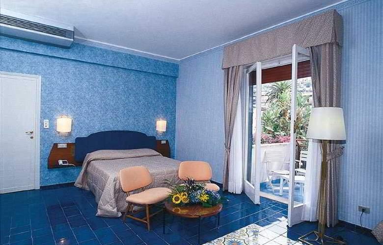 Reginna Palace - Room - 2