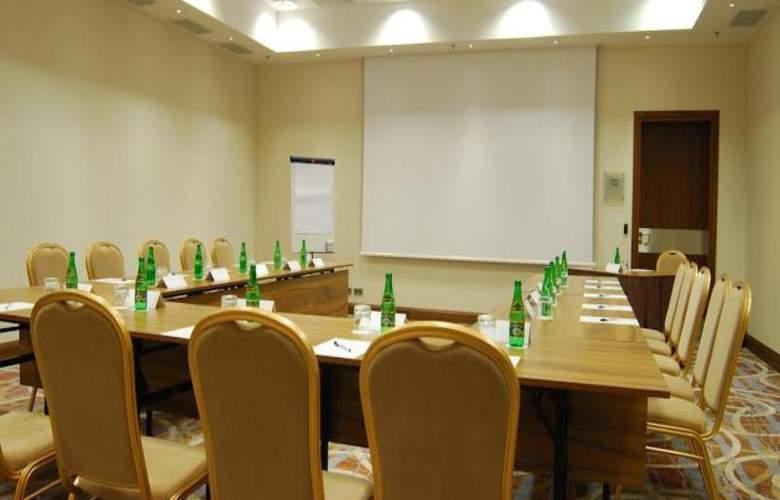 Hilton Garden Inn Rzeszow - Conference - 14