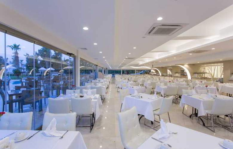 Club Hotel Falcon - Restaurant - 23