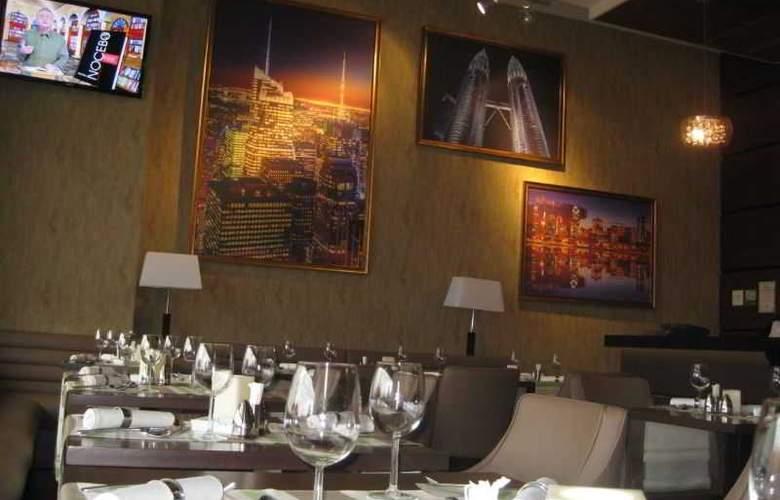 Ramada Cluj Hotel - Bar - 31
